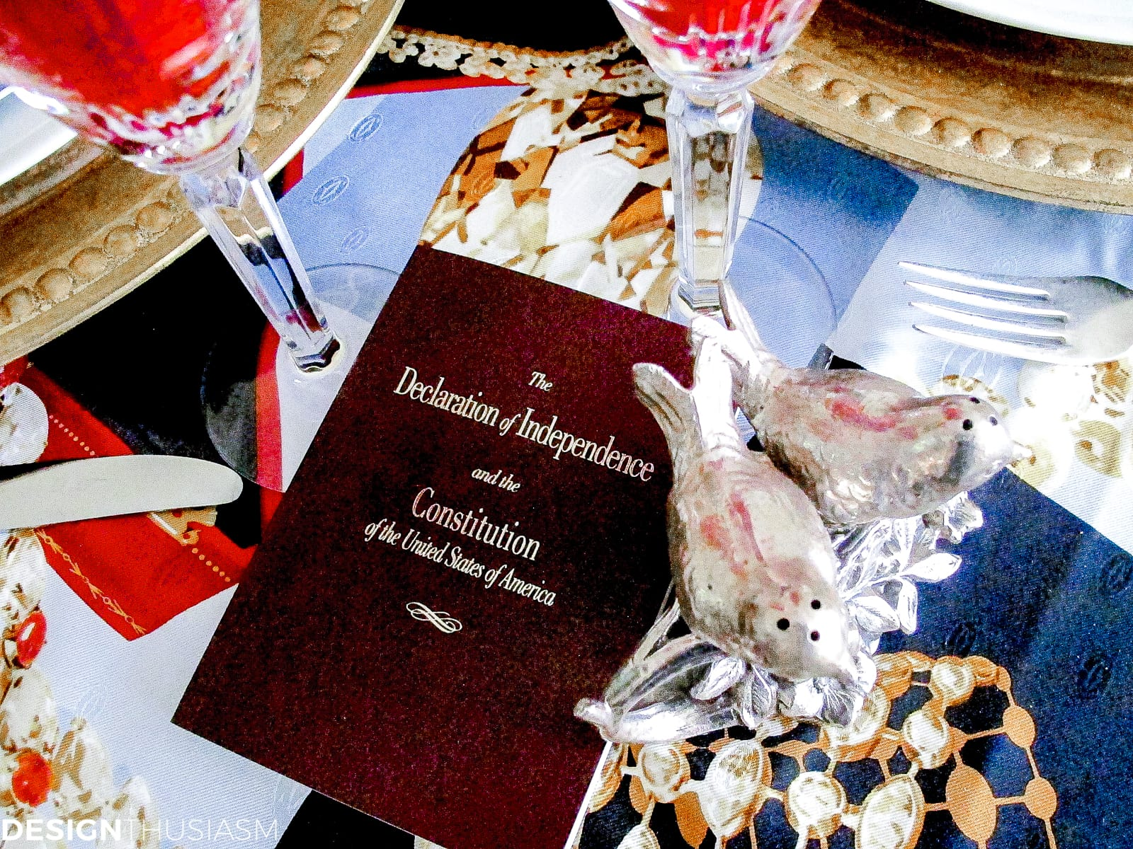 Patriotic Decorations | Elegant Fourth of July Table Decor Ideas - designthusiasm.com