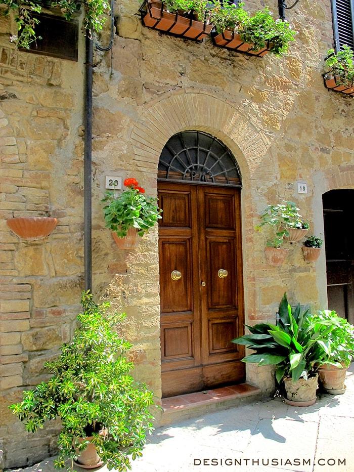 Pienza doorway