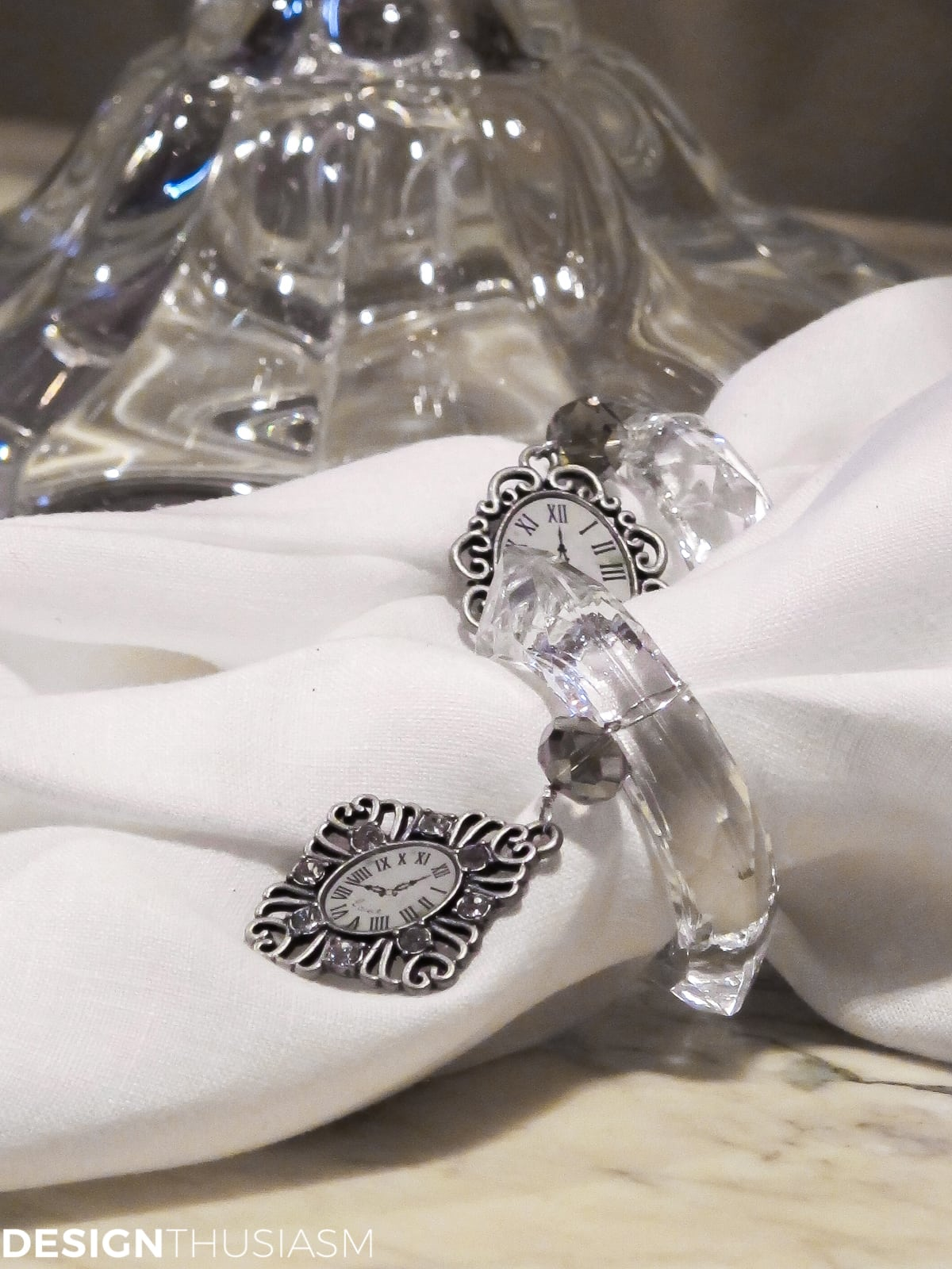 ideas for new years eve serving bar with clock face napkin rings