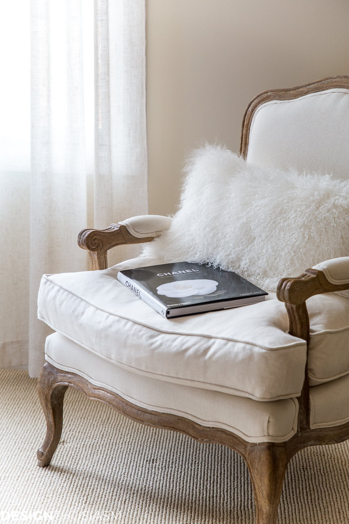 cozy fur pillow and winter decor ideas