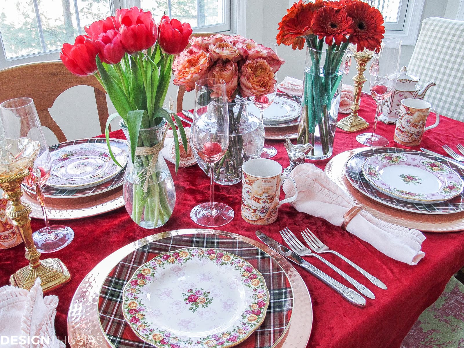 Romantic Red Valentine Table Decorations | Designthusiasm.com