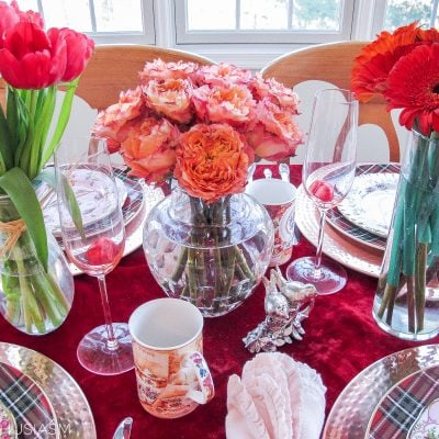 Valentine Table Decorations: Romantic Red and Pattern Mix