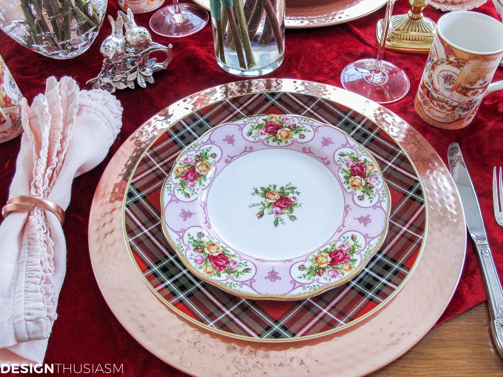 Romantic Red Valentine Table Decorations | Designthusiasm.com