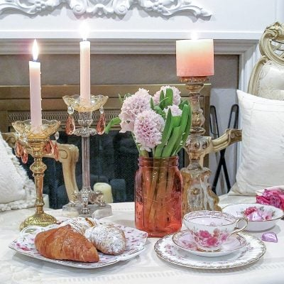 Table for Two: A Romantic Table Setting for Valentine's Day