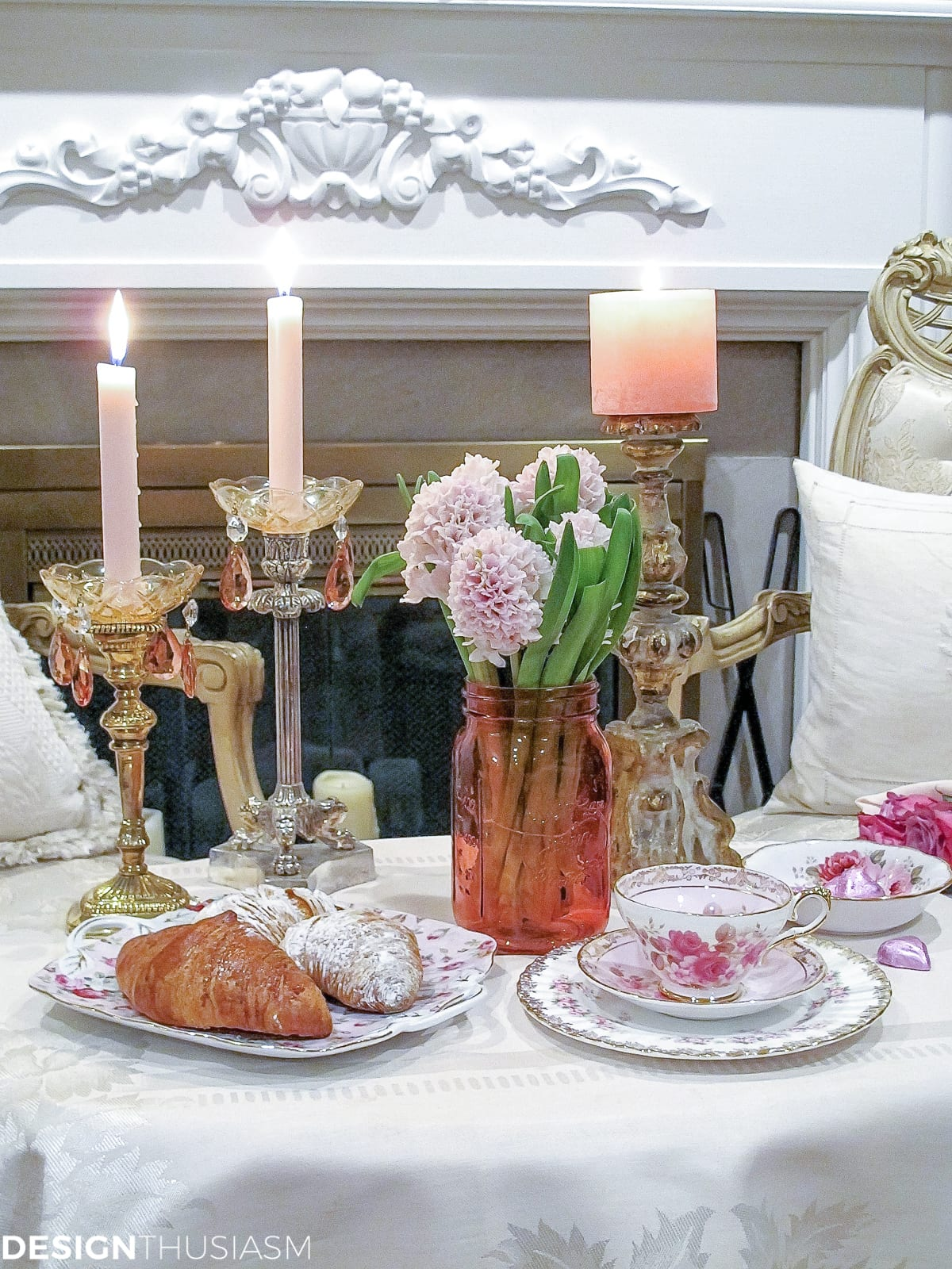 Table decoration for two - Table For Two A Romantic Table Setting For Valentine S Day Designthusiasm Com