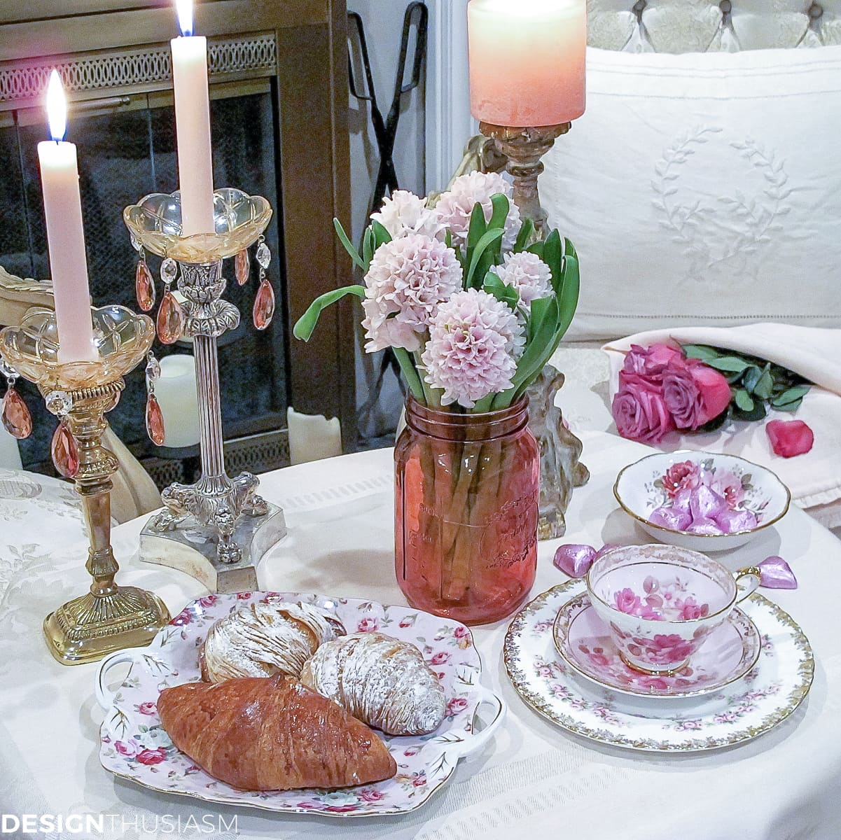 Table for Two: A Romantic Table Setting for Valentine's Day | Designthusiasm.com