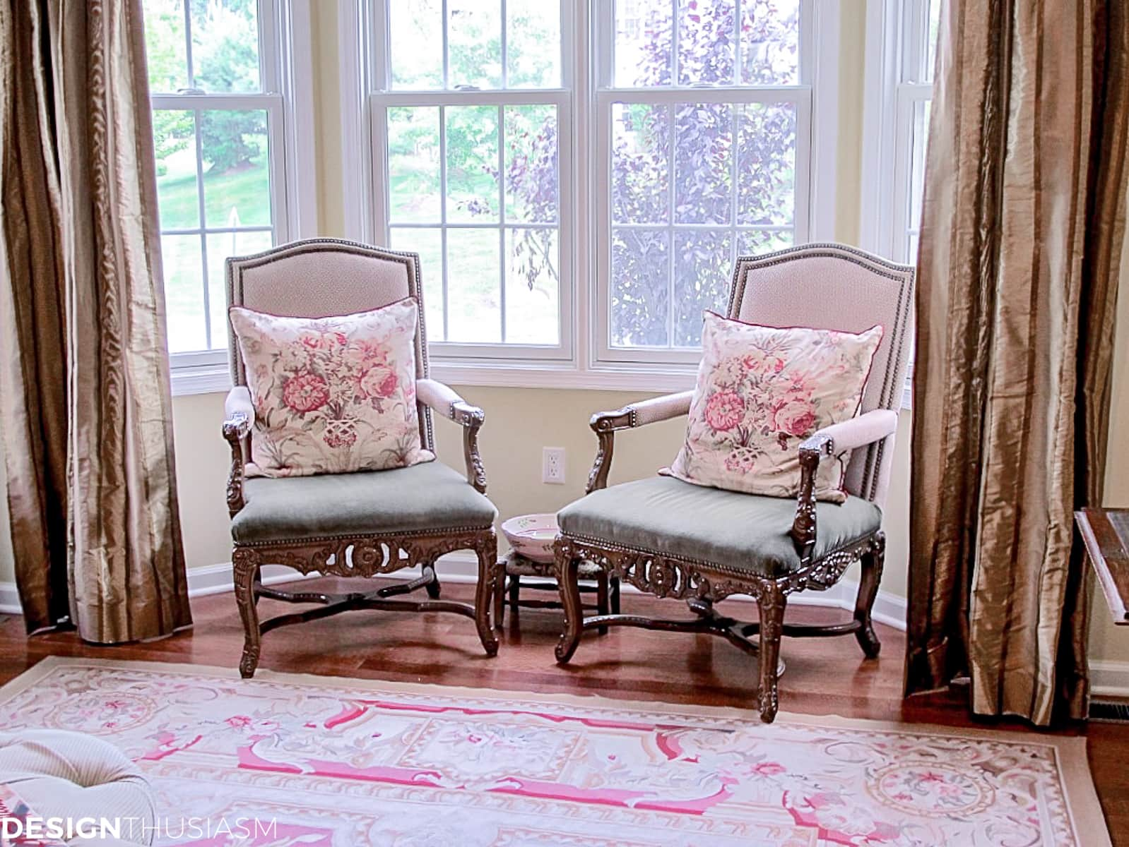 throne chairs in the living room