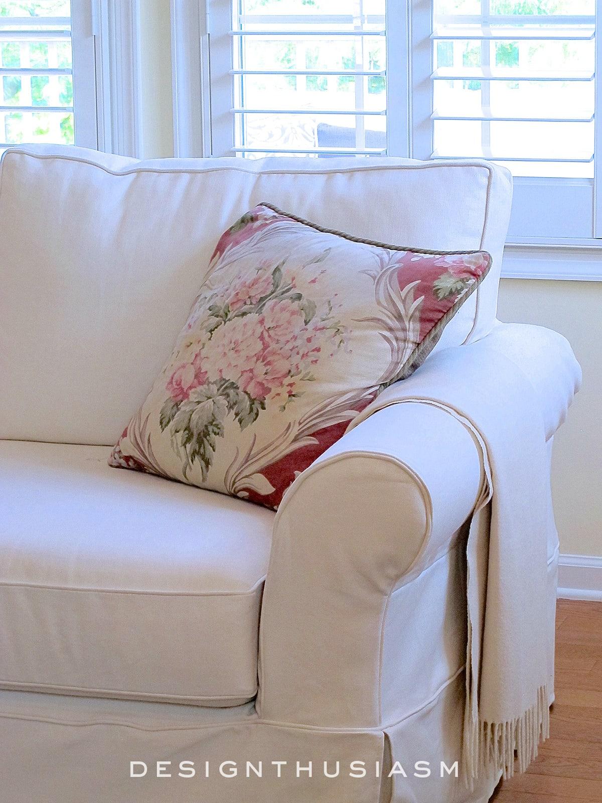 Beautiful and Comfortable Den | Designthusiasm.com