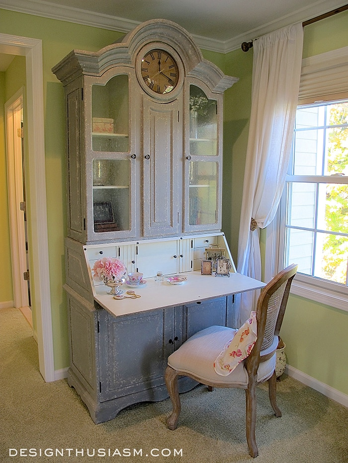 Writing Desk as a Vanity