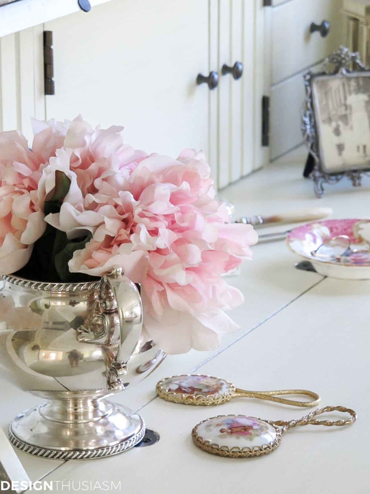 bedroom vanity decorative accessories