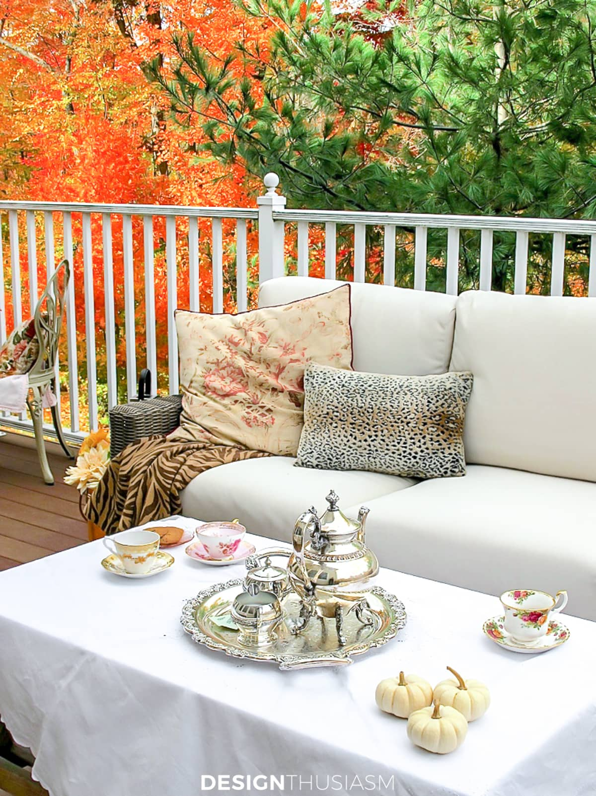 fall patio with outdoor fall decorations