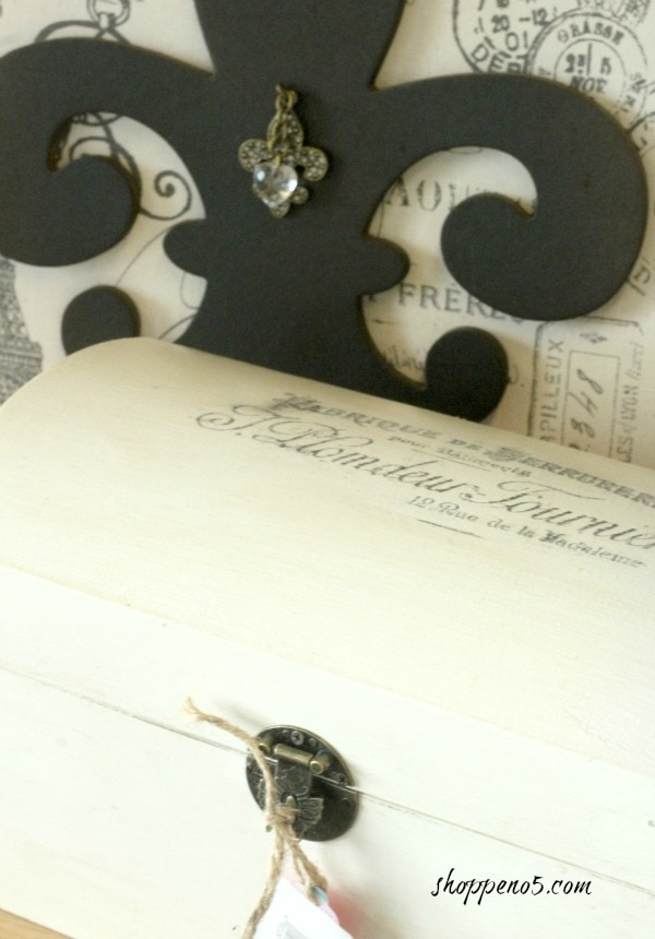 Fleur-di-lis-and-treasure-chest-edit