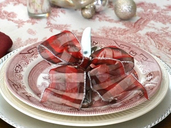 Merry-and-Toile-Tablescape-Place-Setting-with-Churchill-Willow-Rosa-china-from-Sondra-Lyn-at-Home1-600x450