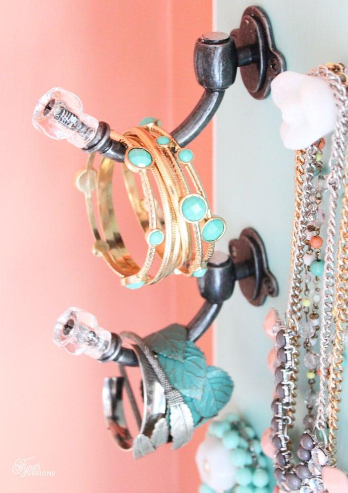 bracelet-storage