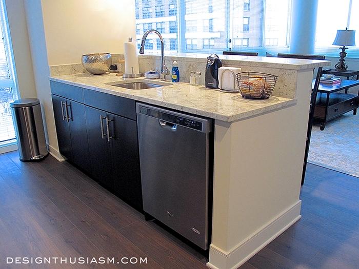 Bachelor Pad Kitchen - Designthusiasm.com