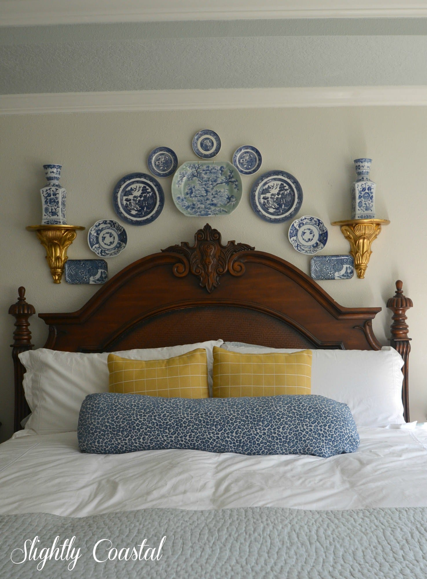 SIOMT Feature - Blue and White Plate Wall