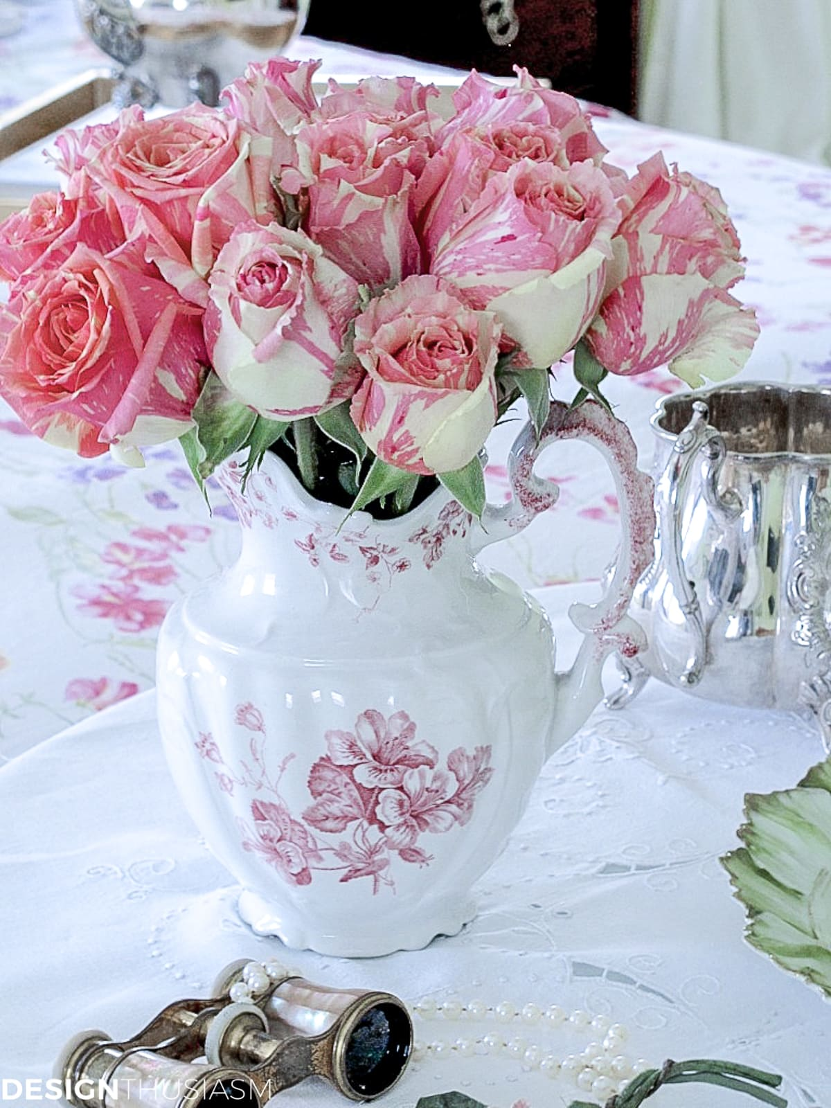 two tone roses on a breakfast nook in the master bedroom