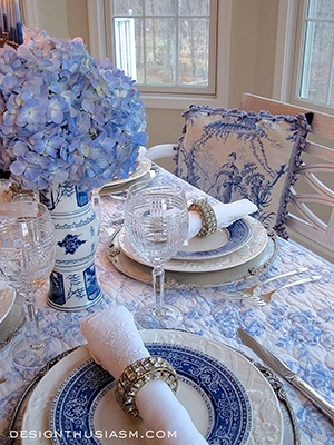 Blue & White Holiday Table Setting - Designthusiasm.com