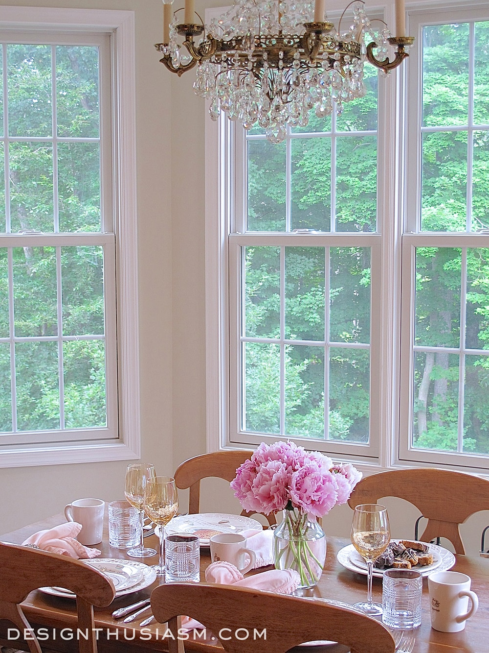 Light Filled Breakfast Room - Designthusiasm.com