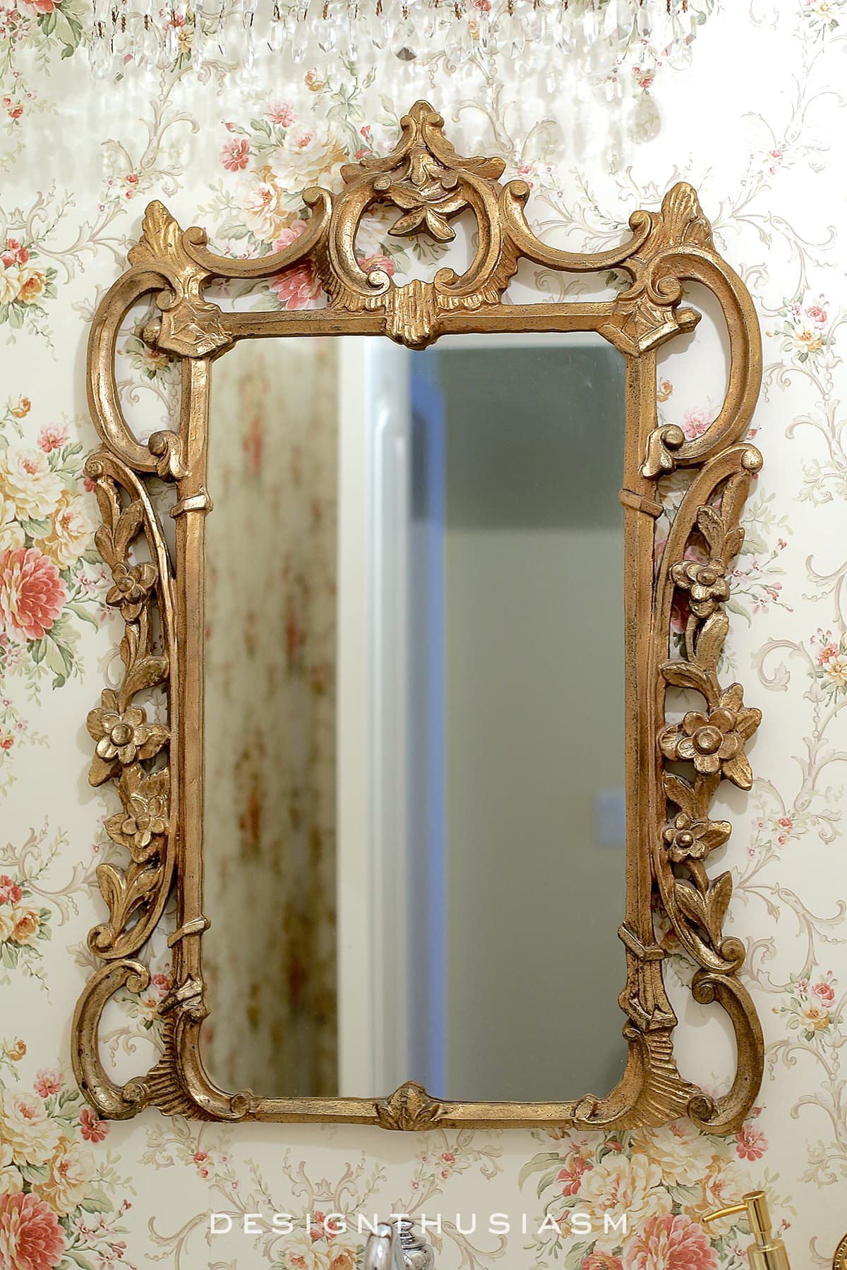 decorative mirrors in the powder room