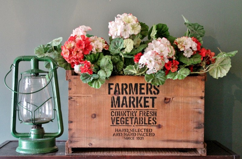 farmers-market-vintage-crate-with-vintage-lantern