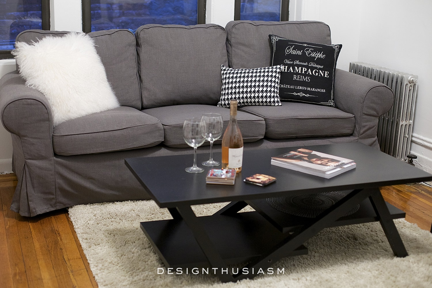 How to Decorate a Small Dark Apartment Living Room | Designthusiasm.com