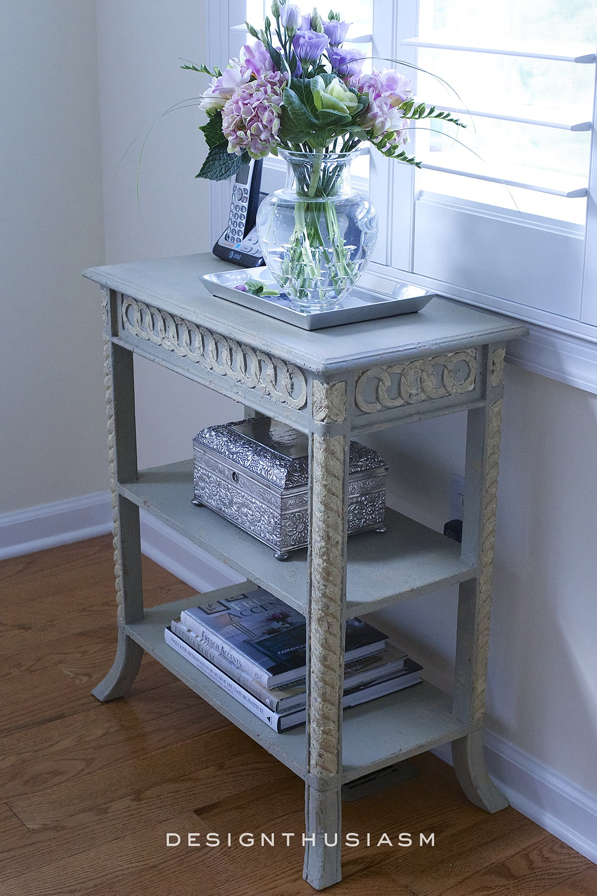 Choosing A French Country Accent Table For A Small Space