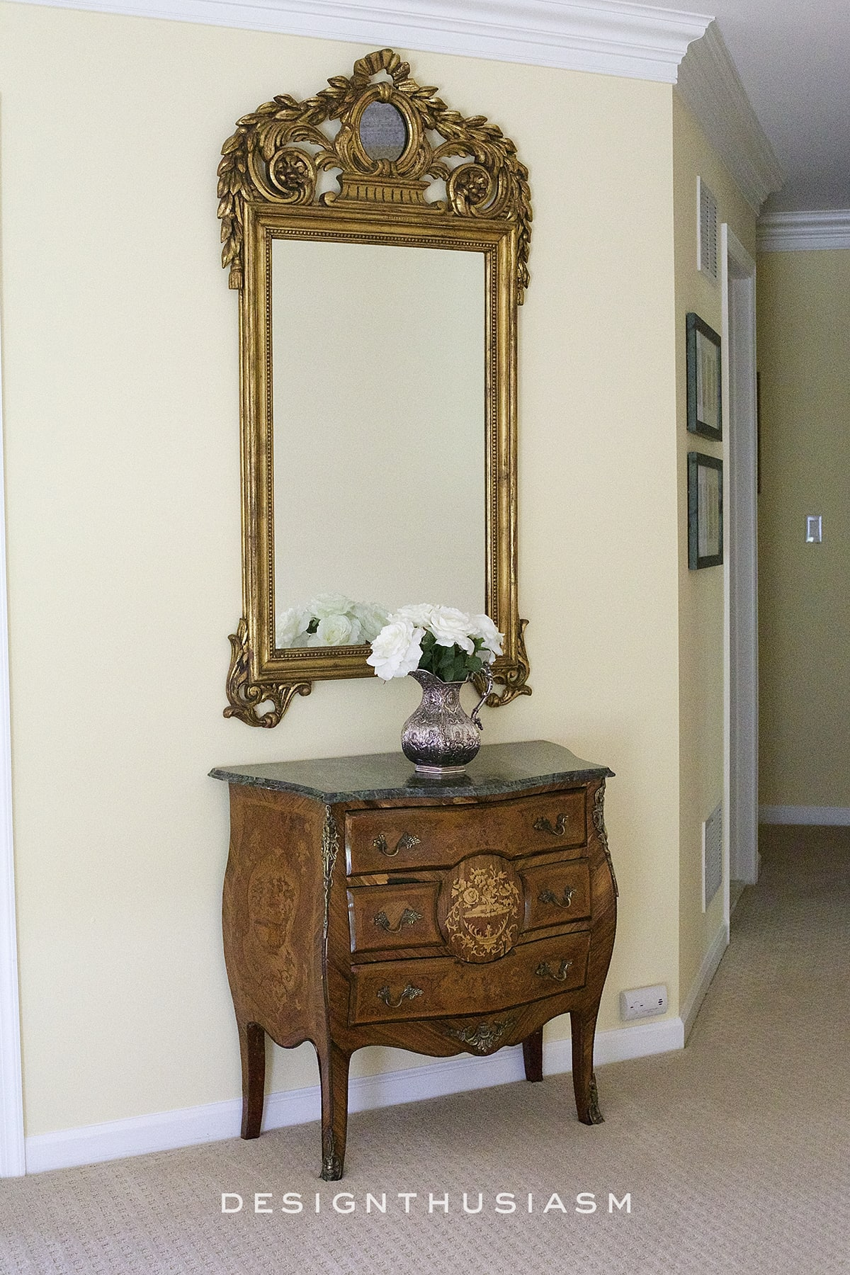 decorative mirrors used in the upstairs hallway