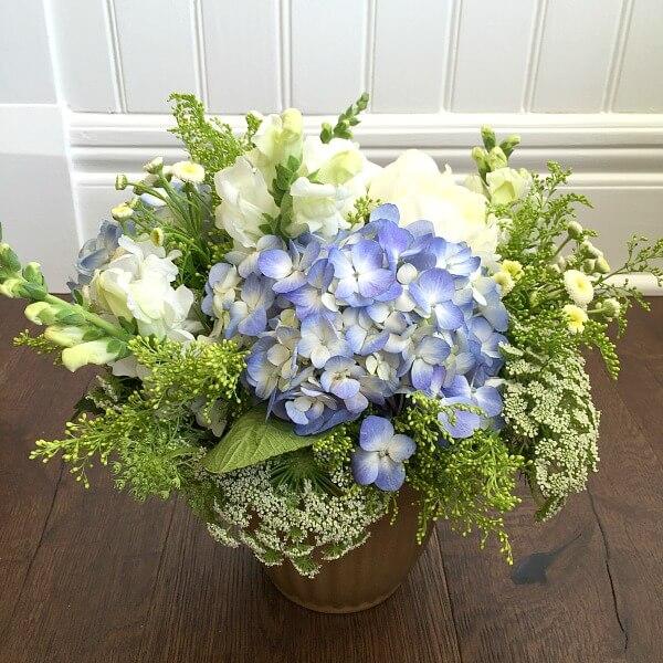 blue-white-lacey-arrangement-1