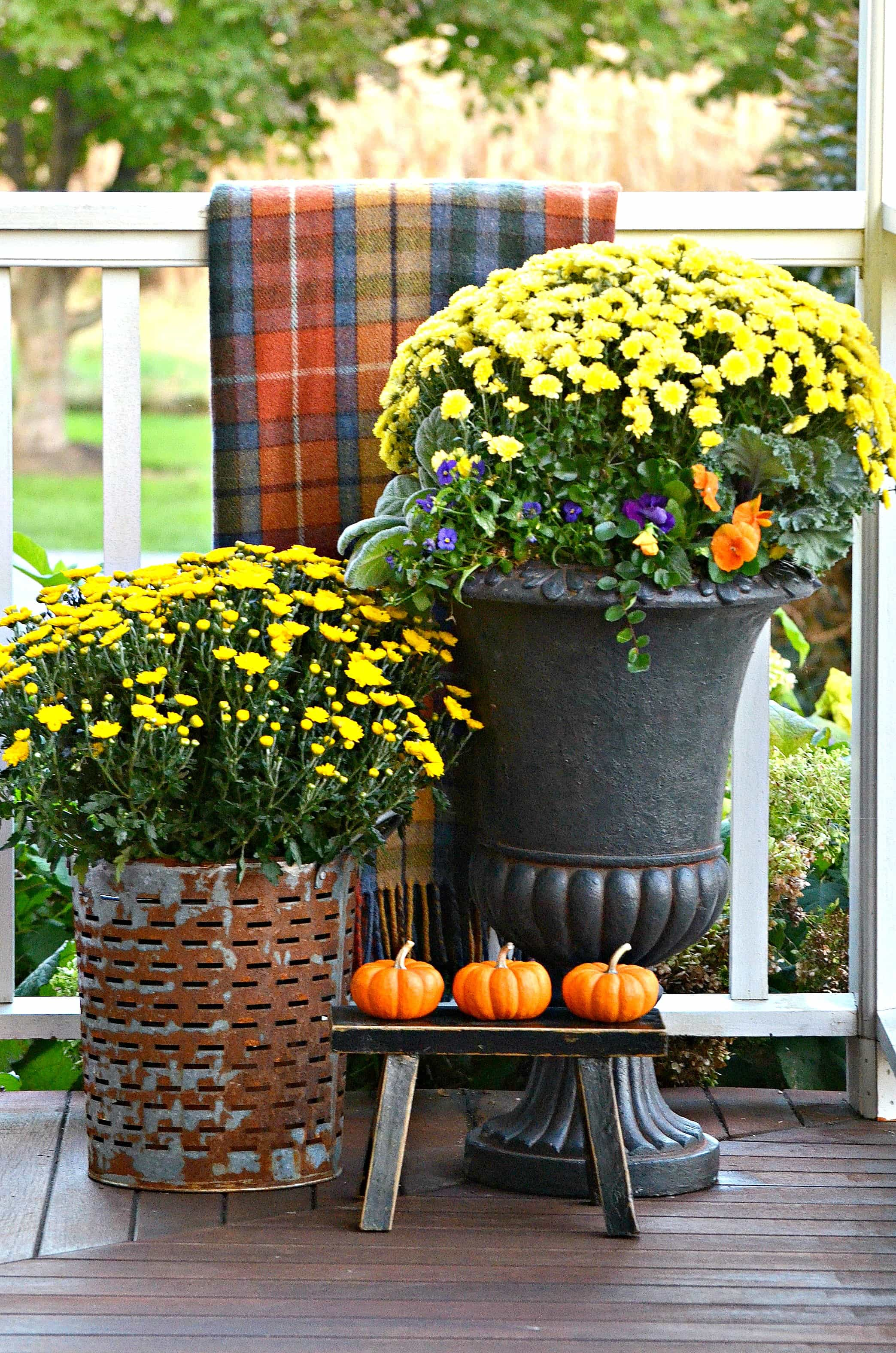 small-fall-outdoor-spaces-planter-stonegableblog-com