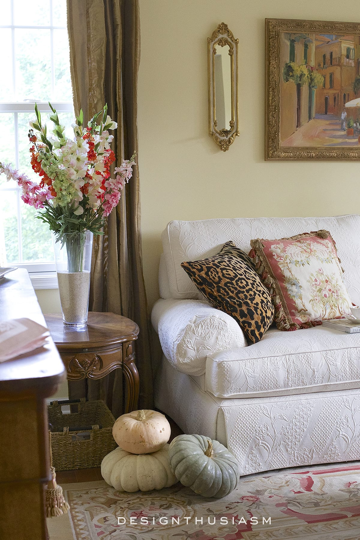 12 Tips for Adding Fall Color to the Living Room | Designthusiasm.com