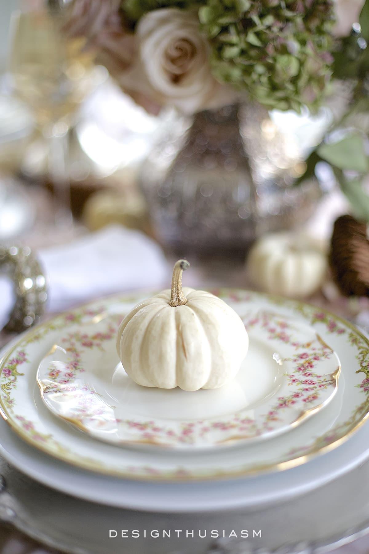 A Soft Vintage Thanksgiving Table   Designthusiasm.com