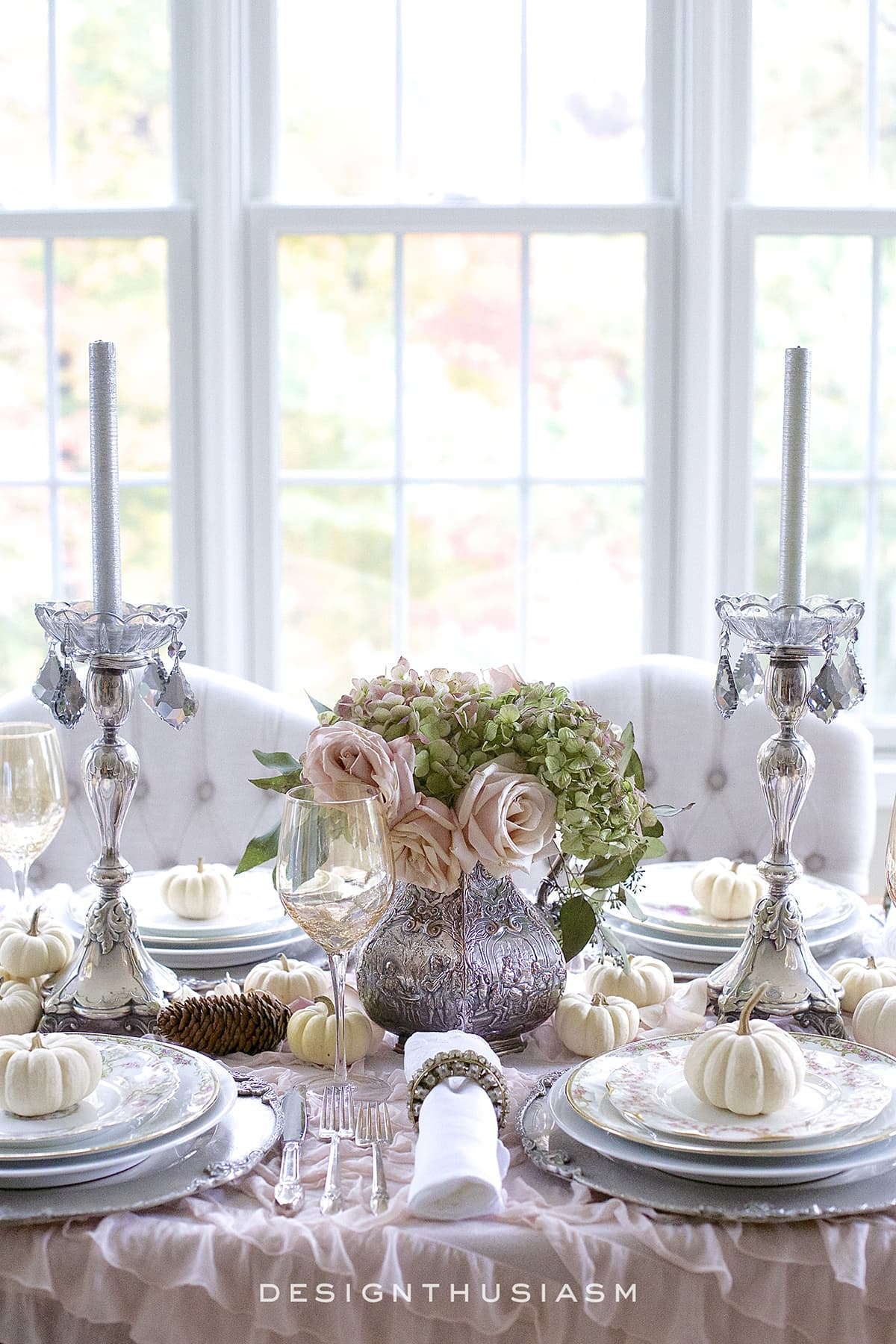 A Soft Vintage Thanksgiving Table | Designthusiasm.com