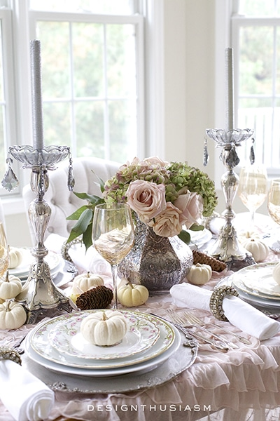a-soft-vintage-thanksgiving-table-designthusiasm-com