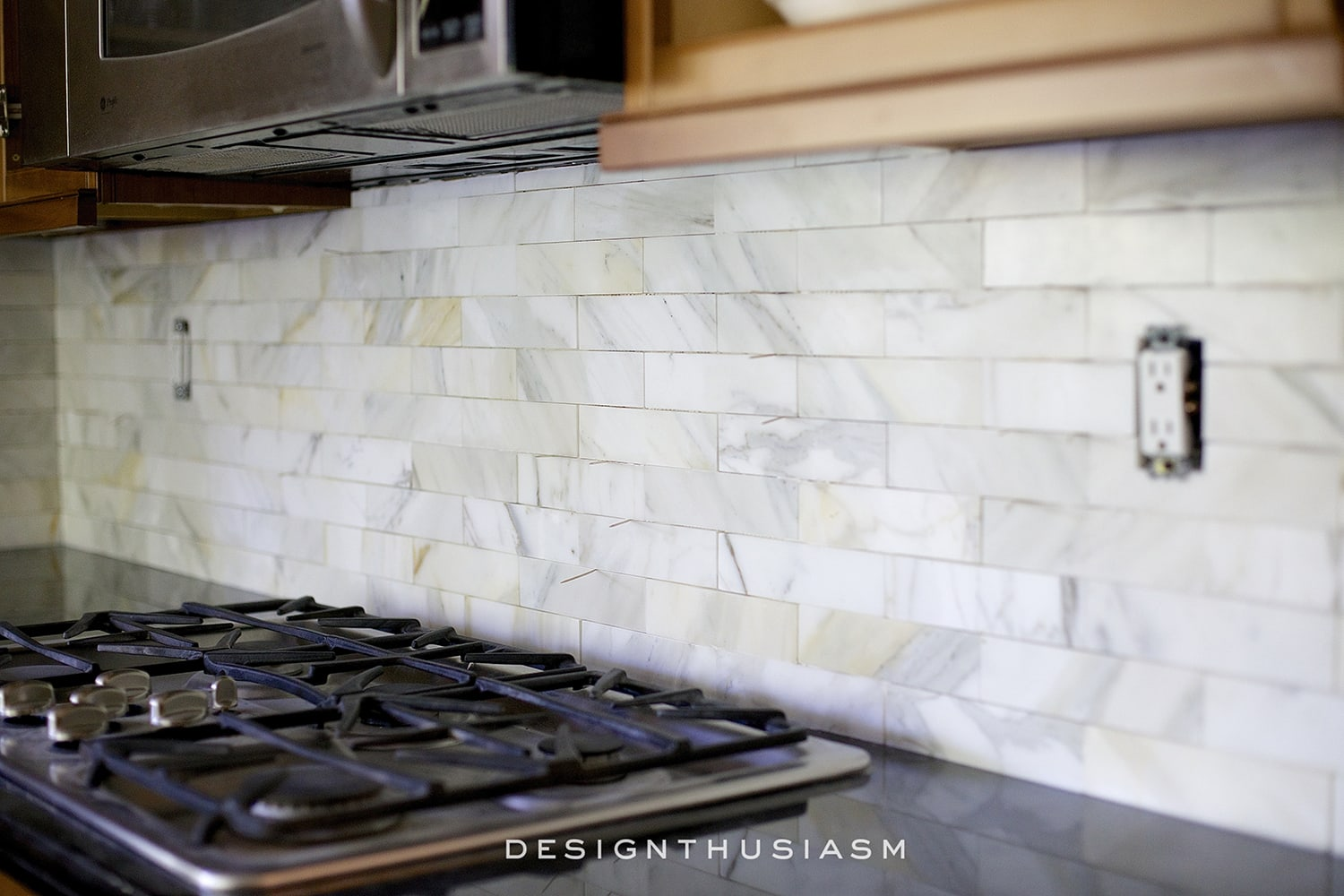 Calcatta gold marble backsplash | kitchen renovation | Designthusiasm.com