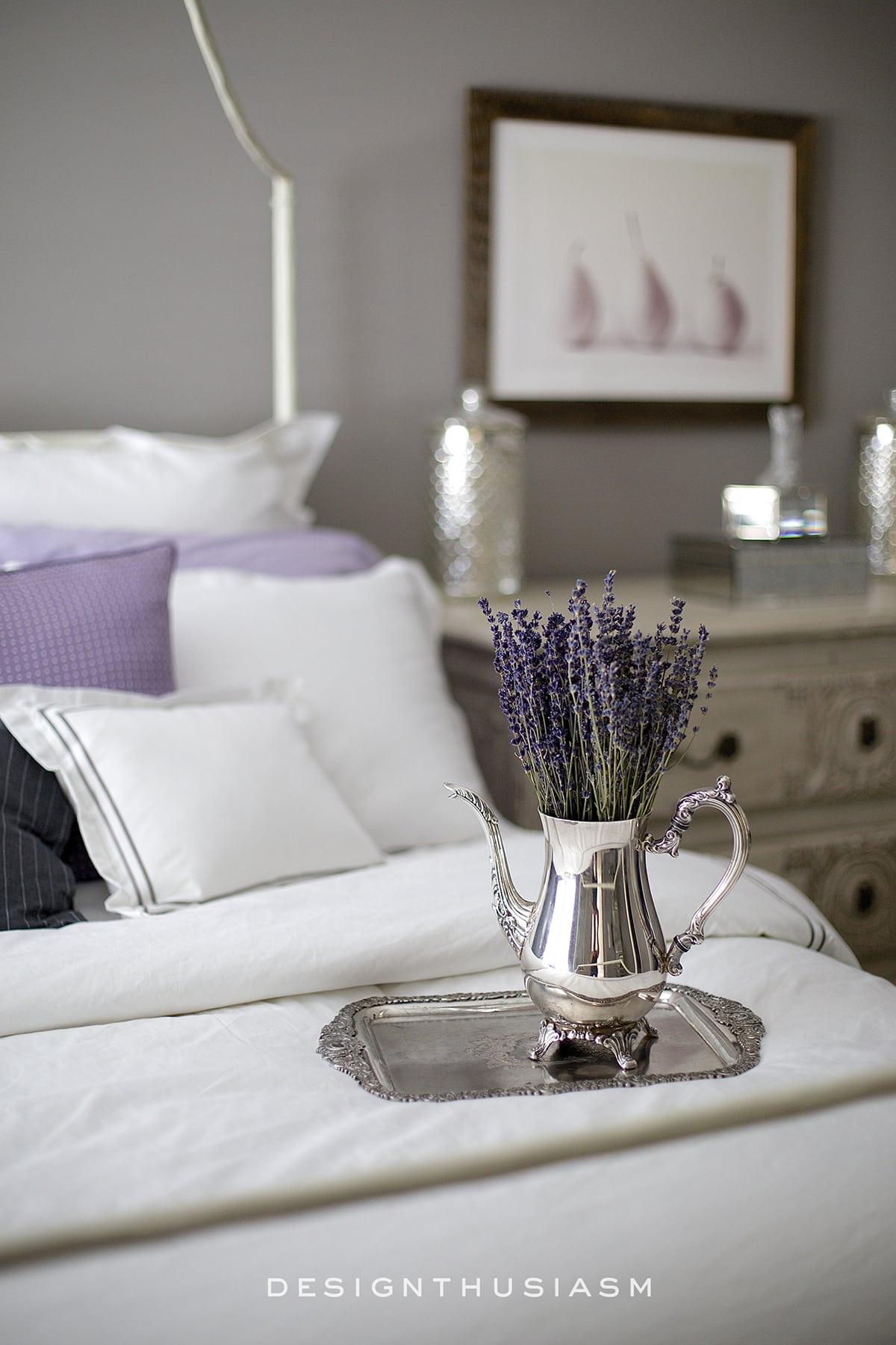 Classic Hotel Bedding in the Grey Bedroom | Designthuisasm.com