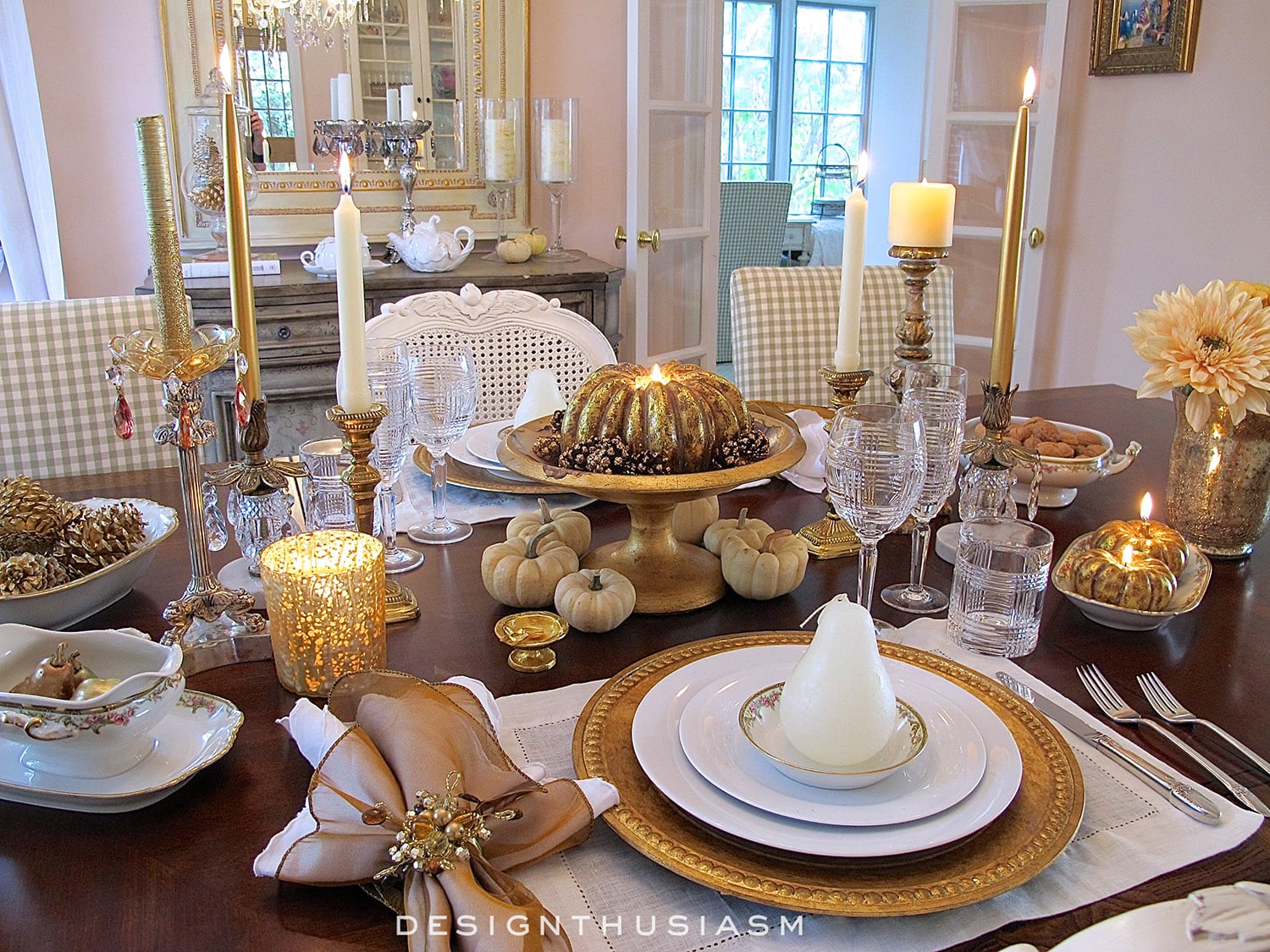 Gold and White Thanksgiving Table | Designthusiasm.com