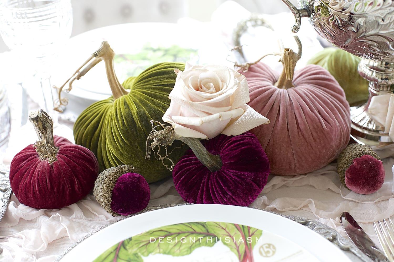 Using Velvet Pumpkins in an Elegant Fall Tablescape | Designthusiasm.com