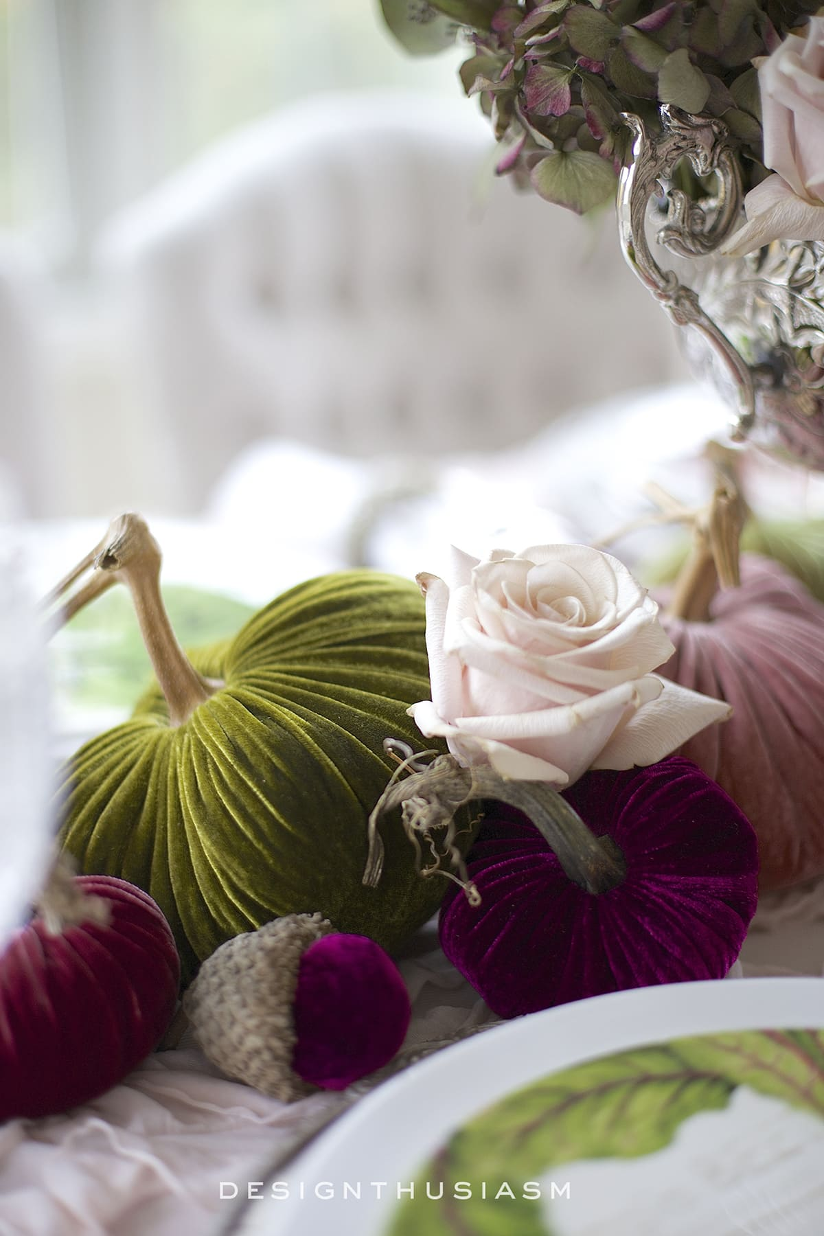 Using Velvet Pumpkins in an Elegant Fall Tablescape | Designthusiasm.com