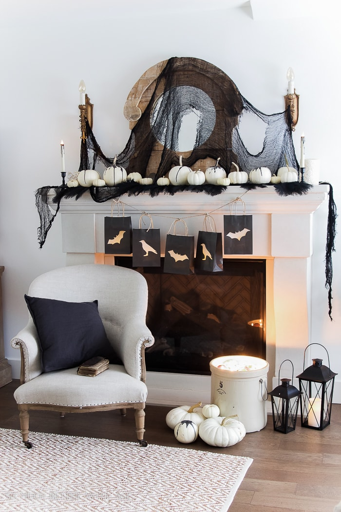 halloween-mantel-decor
