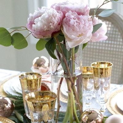 Elegant Christmas Table Setting in Pink and Gold