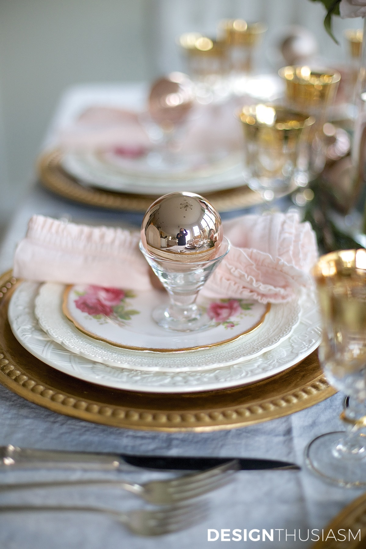 Elegant Christmas Table Setting With Pink And Gold