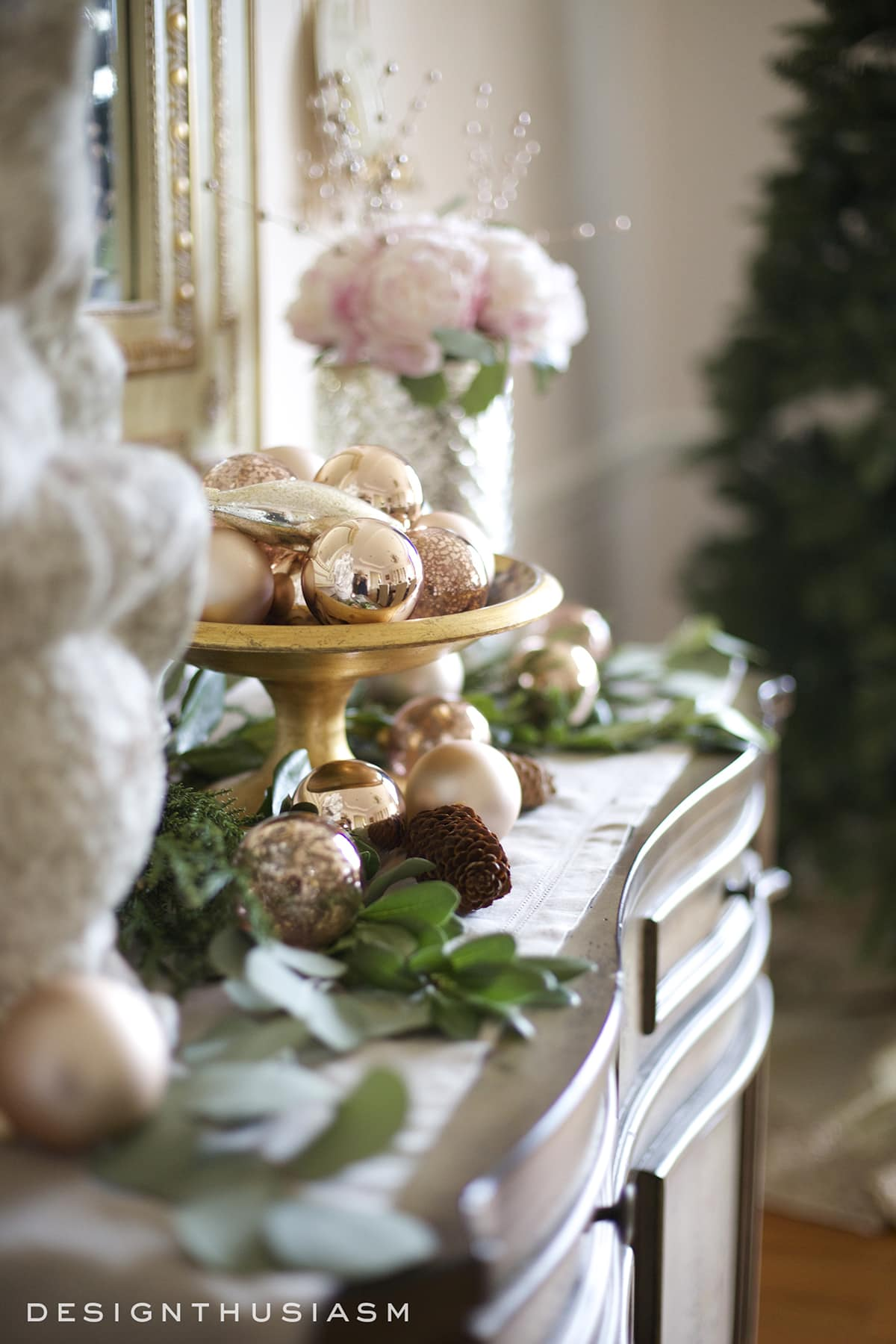 rose-gold-christmas-decor-on-the-sideboard-designthuisasm