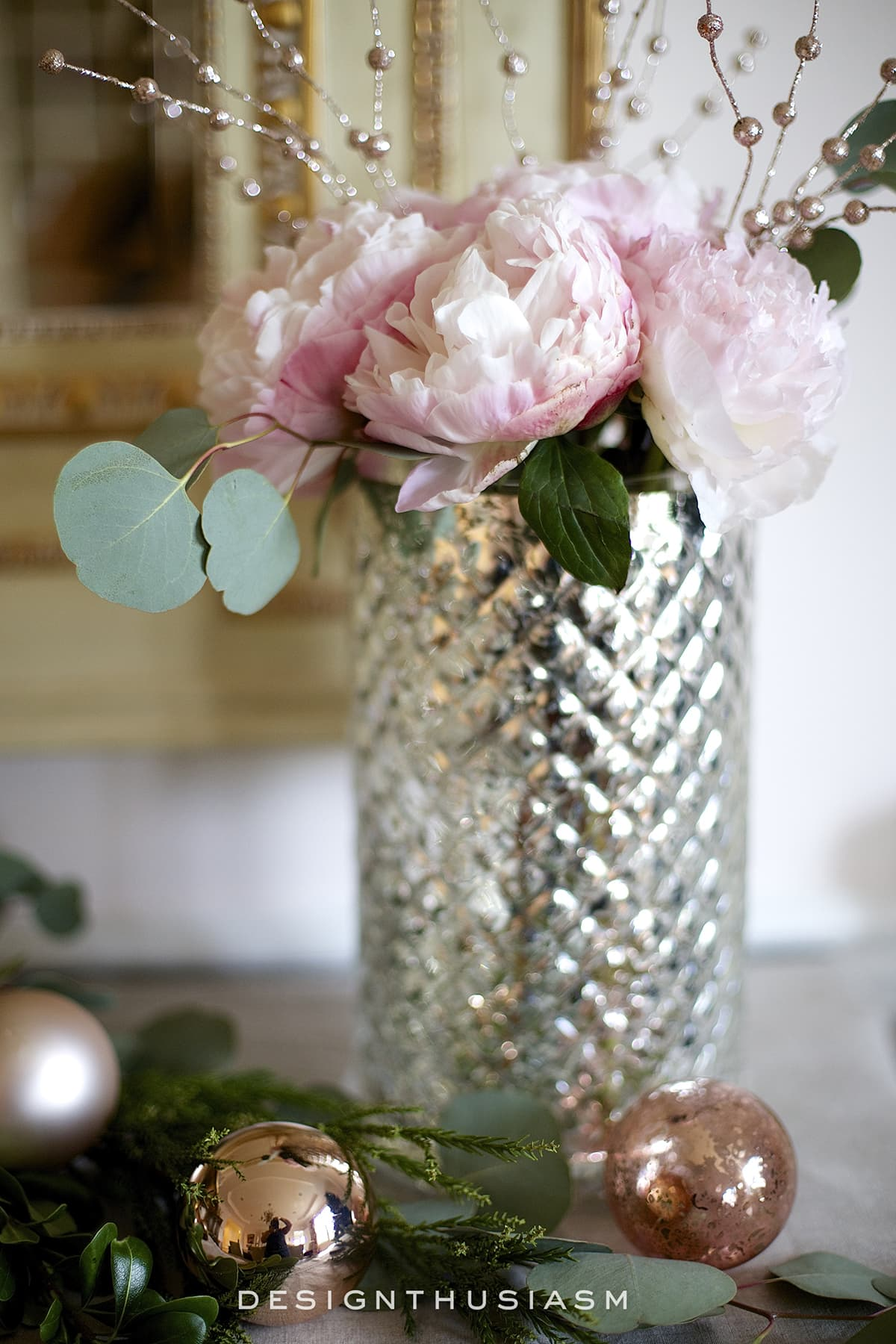 How to use rose gold christmas decor for the holidays for Decoration maison rose gold