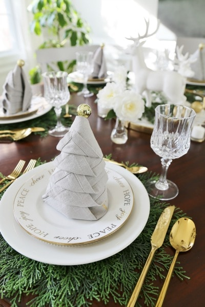 sand-and-sisals-christmas-tablescape