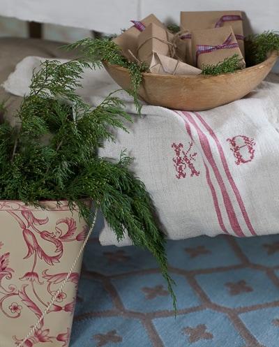 red-and-white-christmas-cedar-hill-farmhouse-7