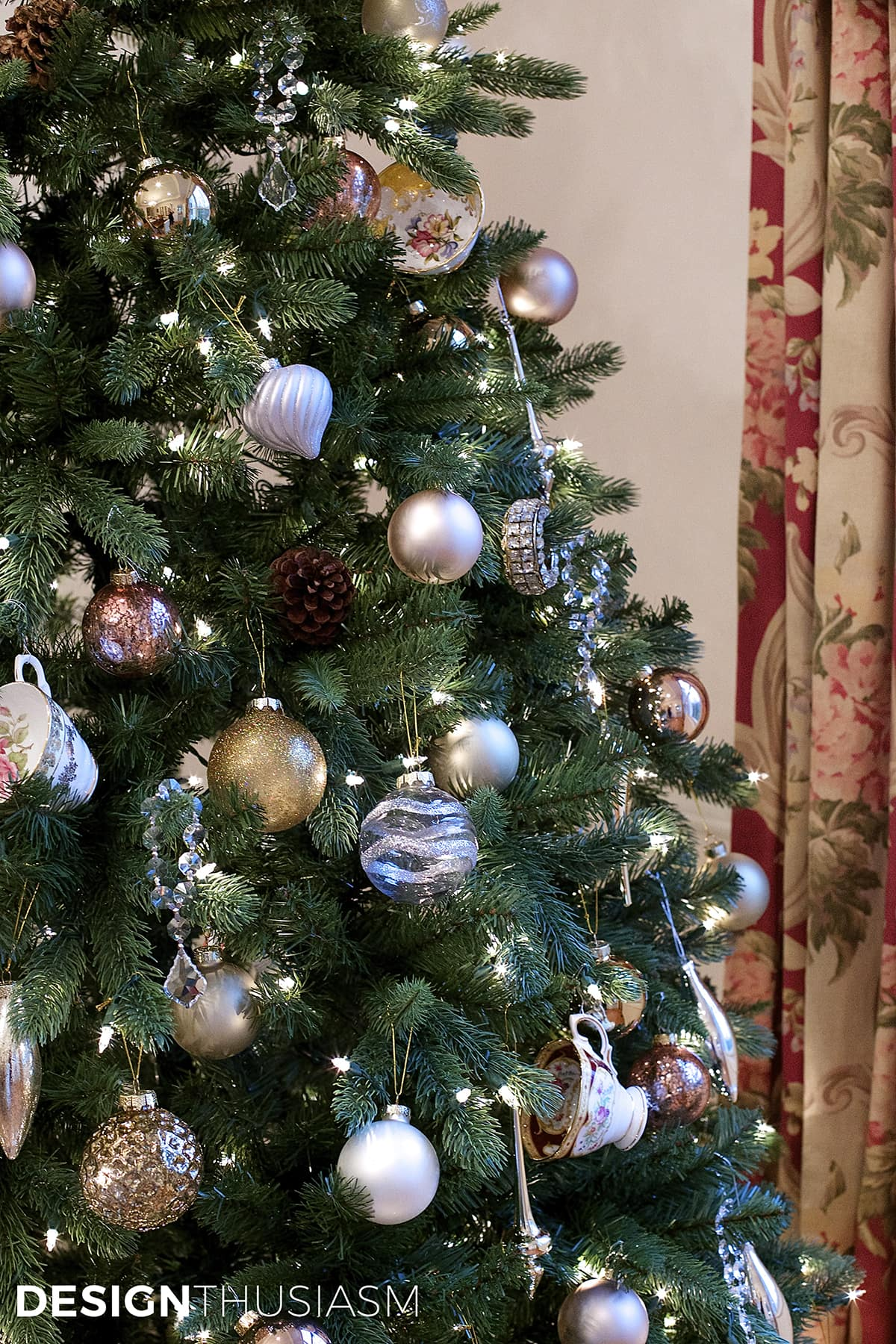 Add Personal Style To Your Christmas Tree Decorating - Designthusiasmcom