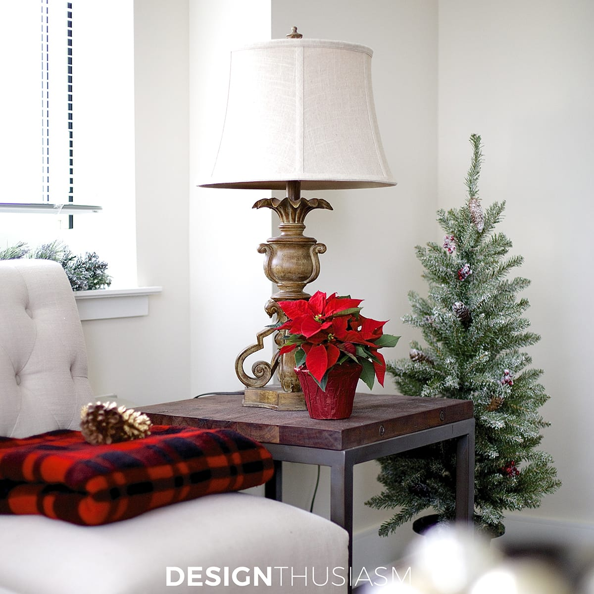 Holiday Decorating Ideas For Small Spaces Part - 27: Holiday Decorating Ideas For A Small Apartment | Designthusiasm.com