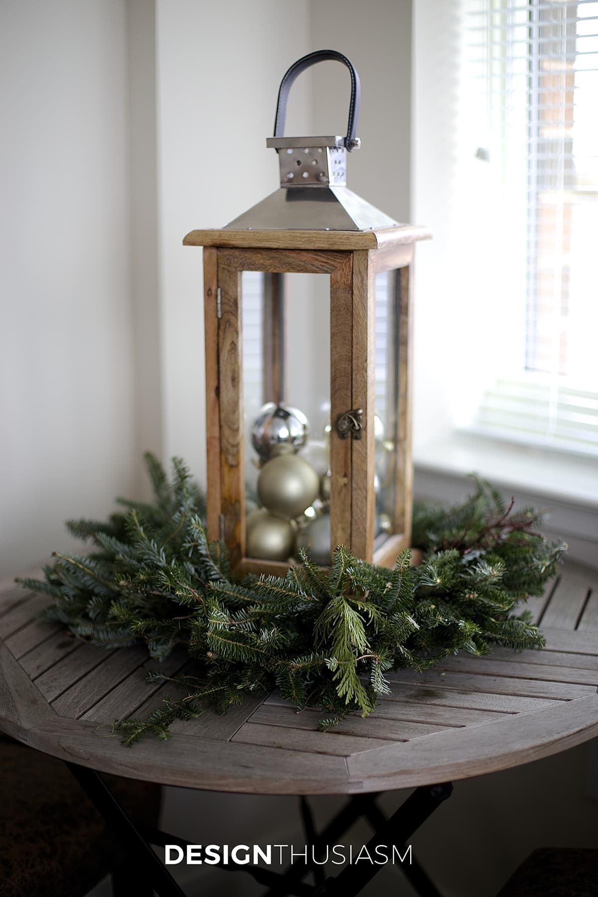 Holiday Decorating Ideas for a Small Apartment | Designthusiasm.com
