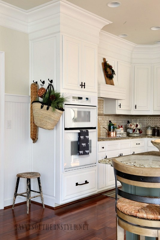 Home style saturday it 39 s finally holiday time for Southern style kitchen design